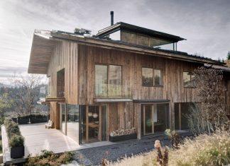 บ้านไม้3ชั้น ผนังไม้เก่า สไตล์คลาสสิค