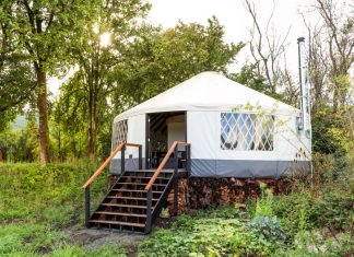 บ้านกระโจม เต็นท์ทรงกลม ออกแบบห้องนอนสวยงามอยู่ใต้หลังคา